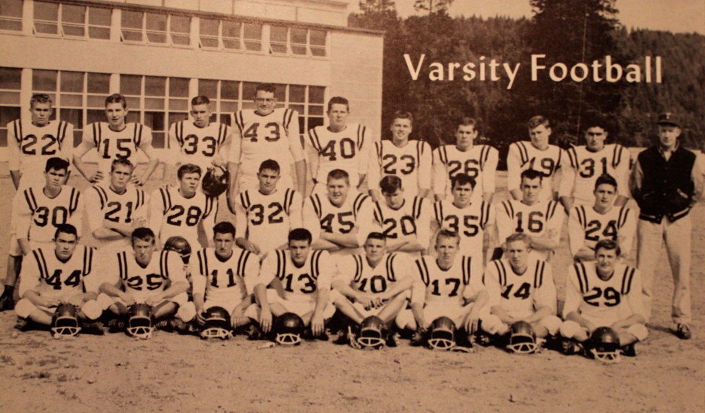 Bottom Row: Bill Goodhue, Al Cain, Hal Drumond, Paul Young, Bob Tamlin, John Hutchens, Terry Walker, Curtis Draney 2nd Row: Claude Dewberry, Doug Baxter, Jack Greenstreet, Charles Glenn, Bob Jinks, Greg Wainscoat, Mike Kaspian, David Decker, Al Eberhardt; Top Row: Mike Camola, Dan Chandler, Reg Smart, Jim Schull, Bill Nichol, Glen Batrics, Joe Sheehan, Brian Calhoun, Bill Thornton, Coach Penderegast